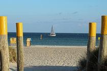 Südstrand mit Segelboot von fotowerk
