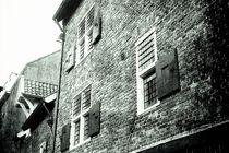 Backsteinhaus schwarz-weiss von leddermann