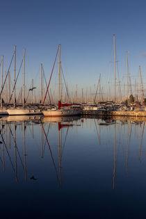 Calm morning water von Lana Malamatidi