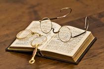 Zwei antike Brillen by Kurt Gruhlke