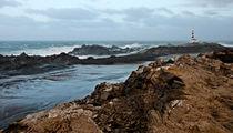 Far Far Lighthouse In White Sea von pedro cardona llambias