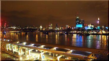 London-flussblick-caro-van-ruit