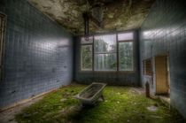 Operation bath tub von Nathan Wright