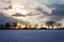 Winterhimmel über dem Feld by gilidhor