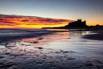 Bamburgh Castle at Sunrise von David Pringle