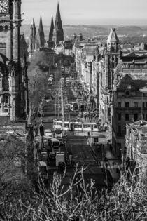 Princes Street mit Trams von Jürgen Creutzburg