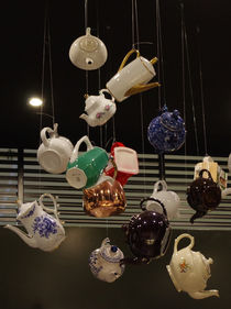 Schwebende Kannen für Tee oder Kaffee von Heike Nedo