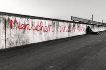 Street Art - Menschen sind peinlich I von elbvue von elbvue