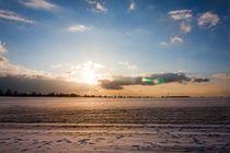 Blauer Himmel über dem Schnee by gilidhor