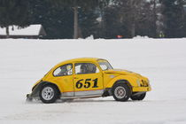 VW Käfer beim Eisrennen - Ice Race by Mark Gassner