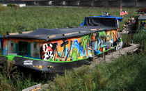 Colorful Houseboat von Aidan Moran