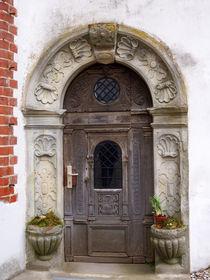 Alte Tür in Schloss Basedow von Sabine Radtke