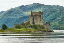 Eilean Donan Castle by gscheffbuch