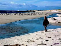 Walking along the Beach III von Carlos Segui