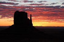Sunrise im Monument Valley von Bruno Schmidiger