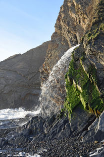 Close-up of the Waterfall at Sandymouth, North Cornwall, UK von Paul Martin