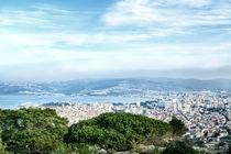 Blick von einem Berg auf die Hafenstadt Tanger von Gina Koch
