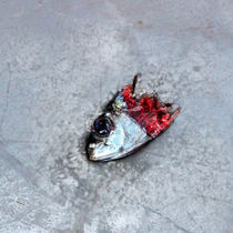 Abgerissener Fischkopf by Gina Koch