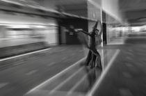 Zoom, Abstrakter Akt im Flughafen von Kamran von Kleist