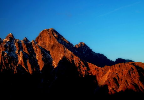 The-last-rays-of-the-sun-on-the-mountains
