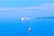 Boote an der ligurischen Küste von Italien von Gina Koch