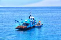 Boot an der ligurischen Küste von Italien von Gina Koch