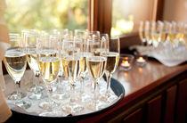 Wedding banquet champagne glasses von Arletta Cwalina
