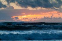 Pastel Sunset Over Stormy Waves von Sharon Foelz
