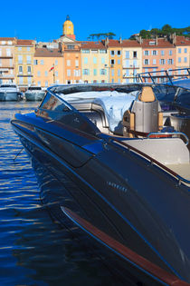 speed boat in harbor 2 by Leandro Bistolfi