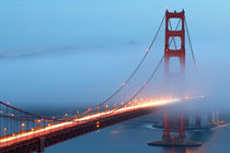 Golden Gate Bridge Foggy In Motion von timbo210