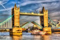 Tower Bridge and the Dixie Queen by David Pyatt