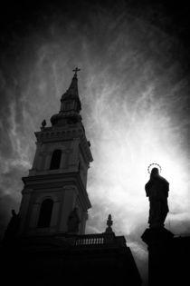 Kirche und Jesus Statue in Budapest by Matthias Hauser