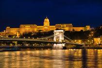Budapest bei Nacht Kettenbrücke und Burgpalast von Matthias Hauser