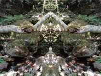 Liegende Gestalt im Fluss von Michael Bolz
