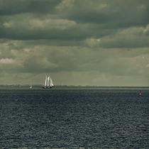 Schiff unter Segeln von Tanja Riedel