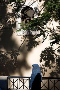 Frau mit Kopftuch von Helge Reinke