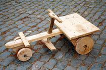 Wooden toy car by Gaspar Avila