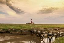 Leuchtturm in Westerhever im wolkigen Sonnenschein von Pascal Betke