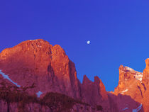 Full Moon at Dawn in the Dolomites von Elizabetha Fox