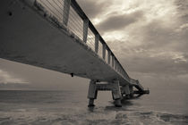 Cloudy Sea Pier von cinema4design