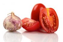 Frische Tomaten und Knoblauch - Fresh tomatoes and garlic von Thomas Klee