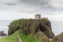 Burgruine auf Felsen im Meer von Andre Hauschild
