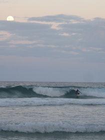 surfing in the moonlight von lj