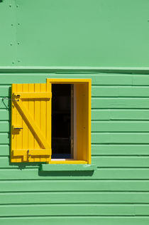 Green Wall, Yellow Window von cinema4design