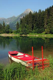 Rotes Boot by Bruno Schmidiger