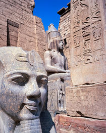 the gateway to Luxor temple Egypt with colossi of Ramses II von Sean Burke