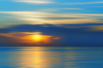 Colors of a early morning sunrise over ocean  von paganin