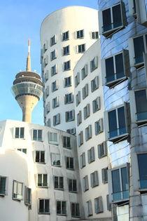 'Gehrygebäude und Fernsehturm' von Gisela Peter
