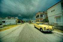 Yellow storm car  von Rob Hawkins