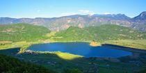 Blick auf den Kalterer See in Südtirol von gscheffbuch